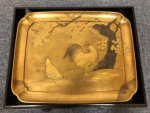 金漆蒔絵梨地鶏図盆
